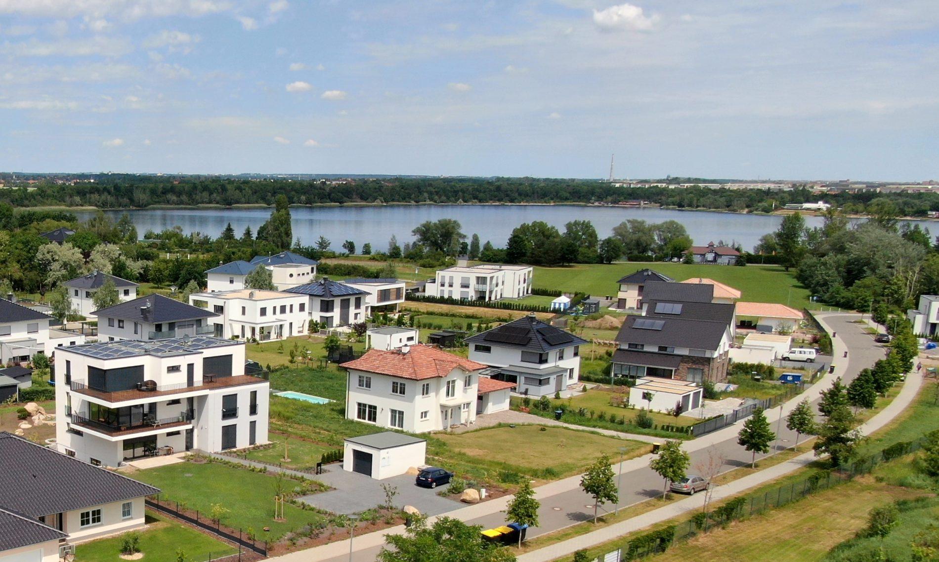 Luftaufnahme Westufer Kulkwitzer See mit Wohn-und Geschäftshaus Human Unfoldment