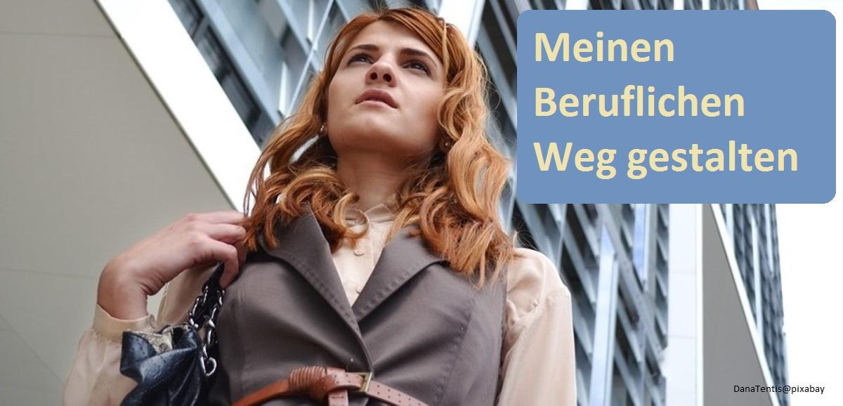 Portrait von junger Frau auf dem Weg zur Arbeit.